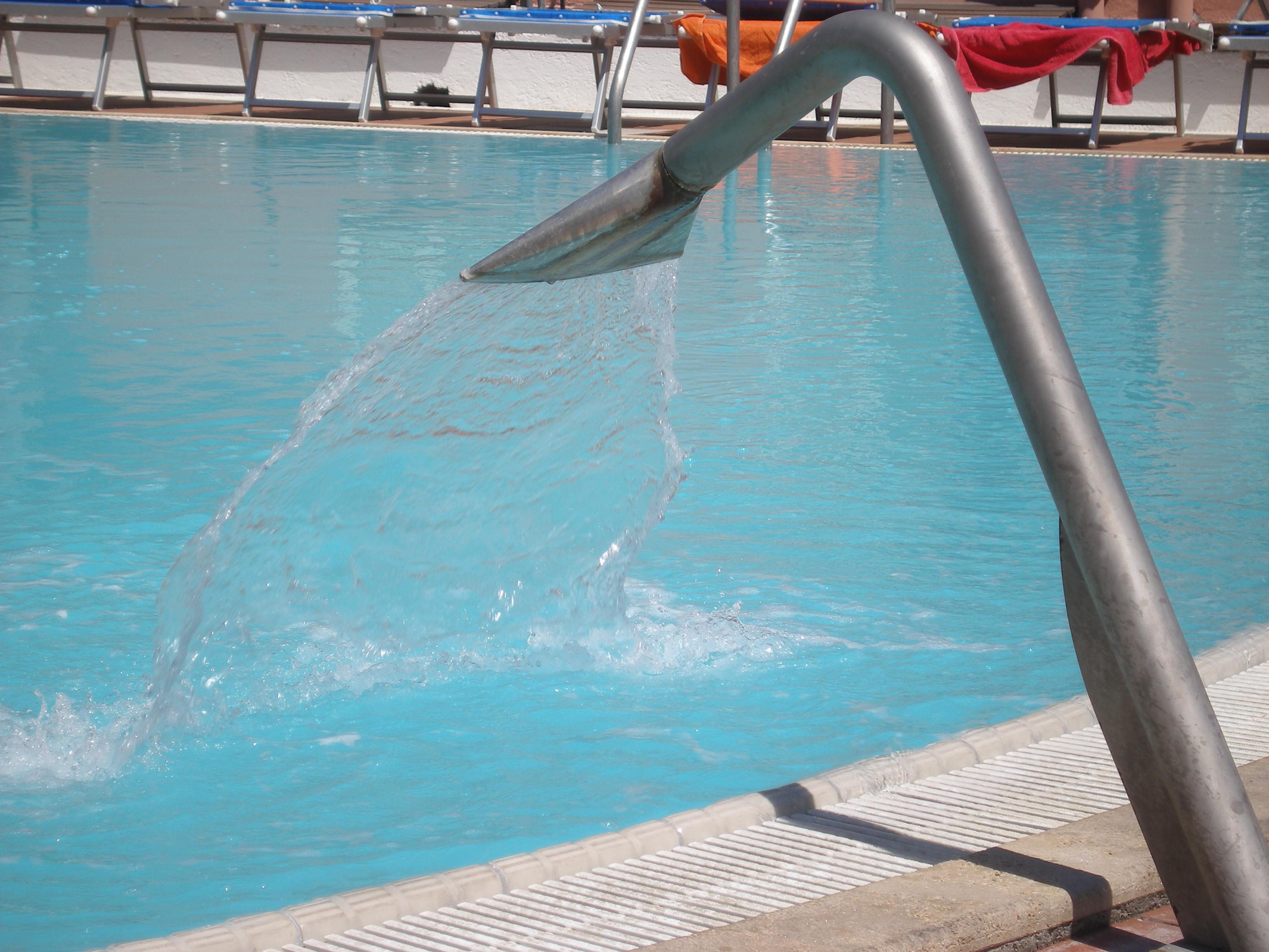 Getto acqua solfurea 38°C
